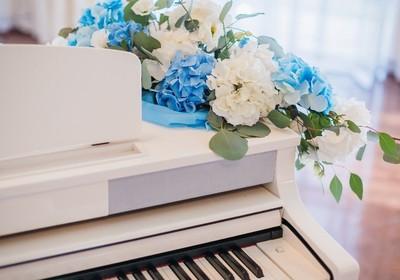 Picture-Perfect Piano Decor