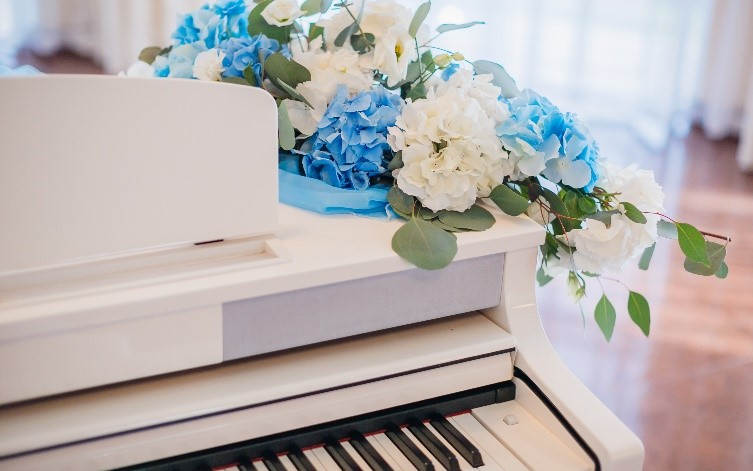 Picture-Perfect Piano Decor