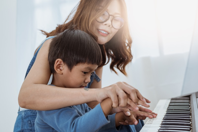 Get Kids Interested in Piano Playing with These Tips