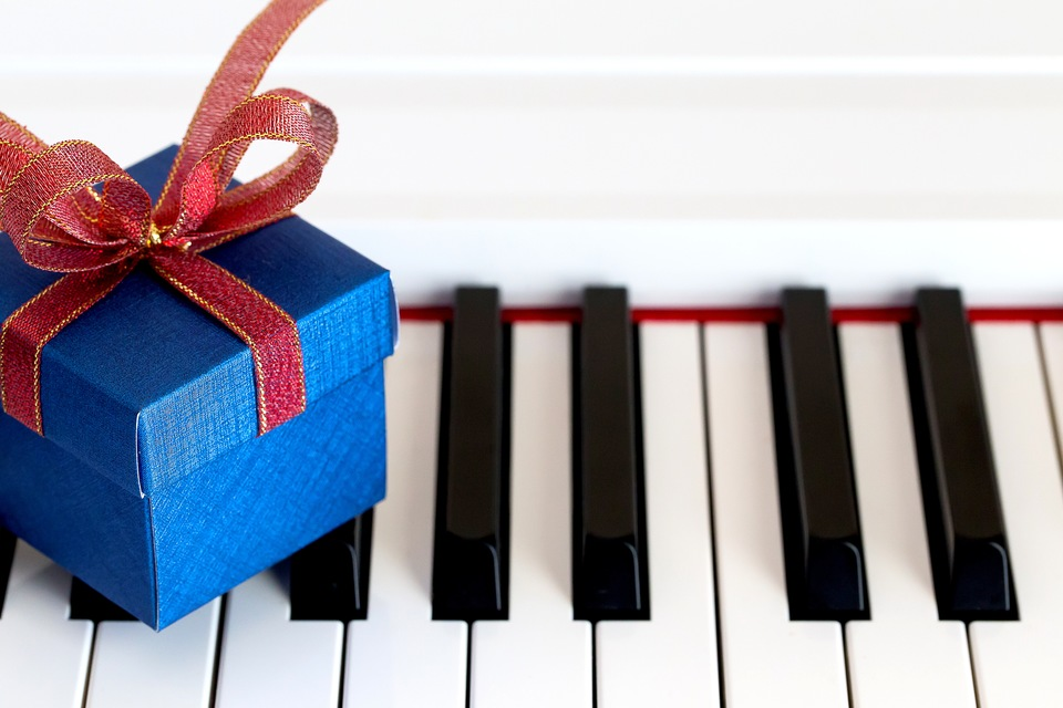 5 Gifts for Piano Lovers